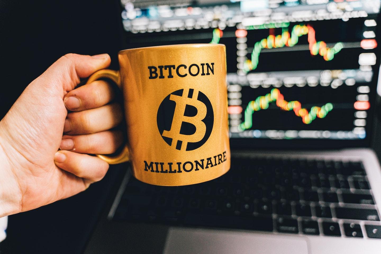 чашка биткоин миллионер